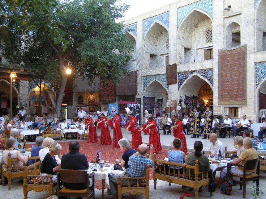 Folklore-Aufführung in Buchara