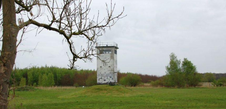 Der Wachturm an der ehemaligen DDR-Grenze als Mahnmal