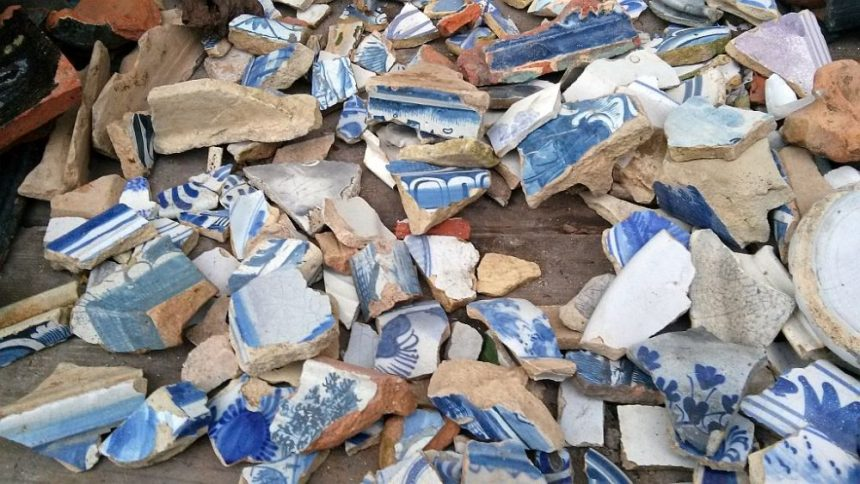 Blauweiße Keramik