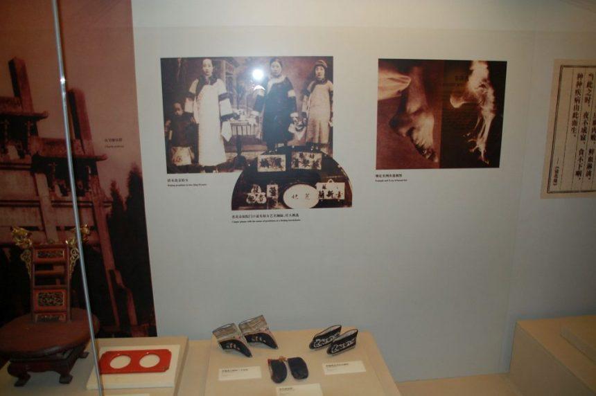 Lotosfüße im Museum