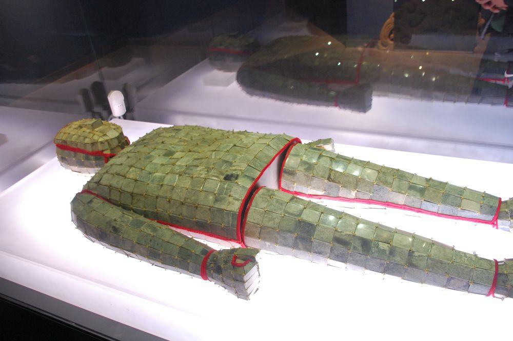 Totengewand aus Jade