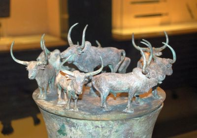 Shanghai Museum Bronzekessel mit Rindern