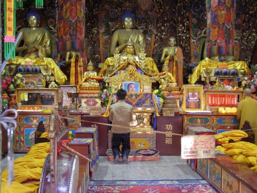 Altarraum in einem Tempel am Wutai Shan