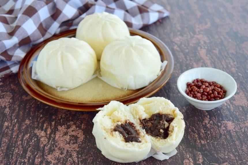 Baozi mit rote Bohnenfüllung