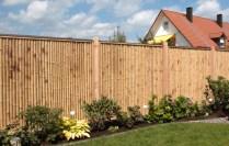 Bambus-Sichtschutz mit Holzrahmen