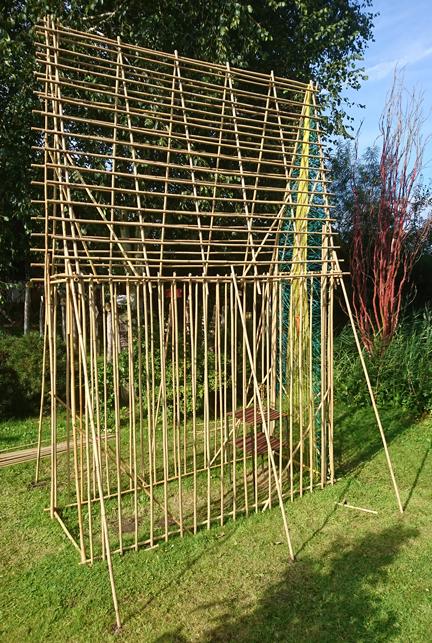 Altar-aus-Bambusstangen