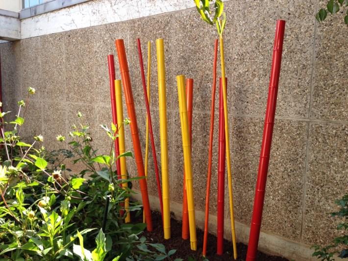 Bunte Bambusstangen Schulprojekt