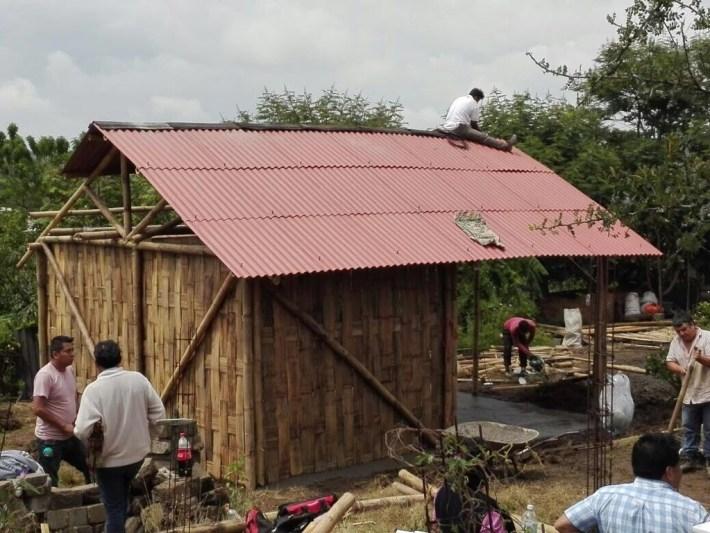 casa bambu sismo.jpg