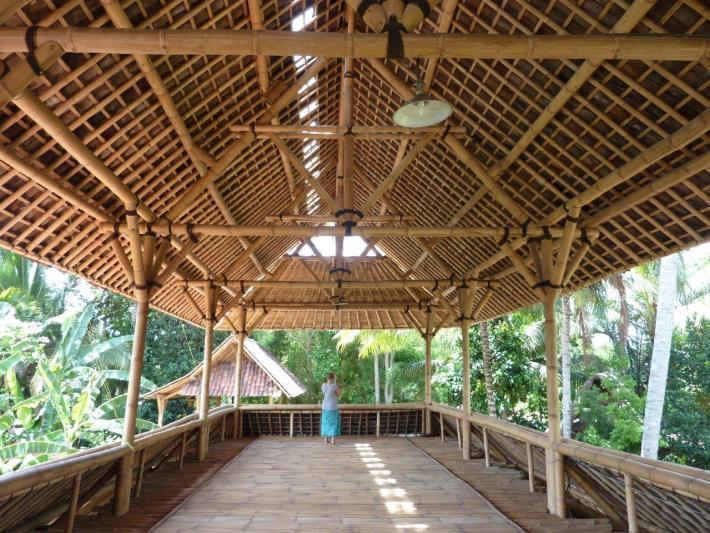 traditionelle Dachkonstruktion aus Bambusstäben Fachwerk CONBAM