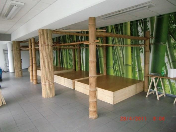 Bambuskonstruktion für Vorhänge als Raumteiler mit Bambusmaterial von CONBAM