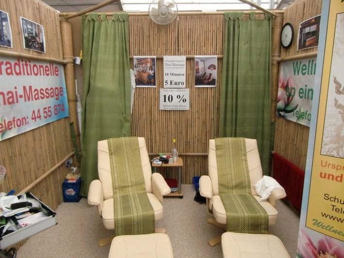 Bambuszäune als Wandverkleidung als Präsentationsstand Lieferung durch Bambushandel CONBAM