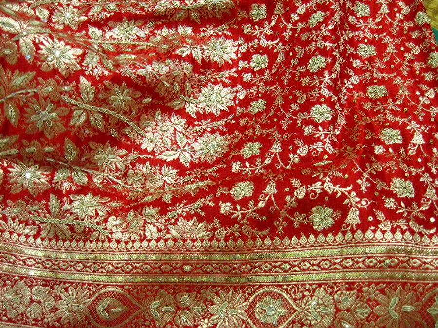 The Zari work is a good parameter to judge the authenticity of the saree