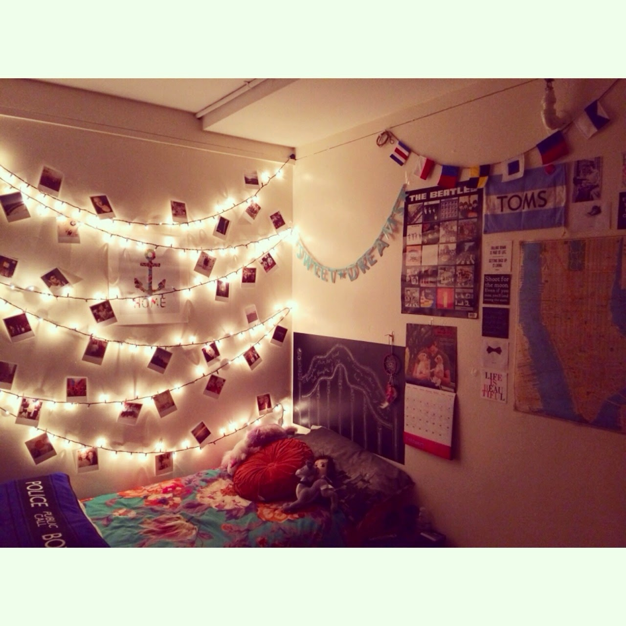 5 and easy ways to update your college dorm room on Fairy Lights In Dorm Room id=76784