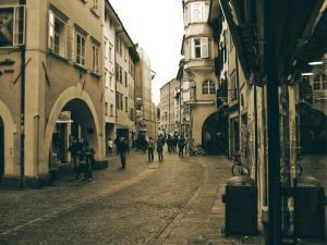"""[:it]Guardare la città con occhi nuovi. 1° incontro: """"Città medievale"""" di Bolzano[:]"""