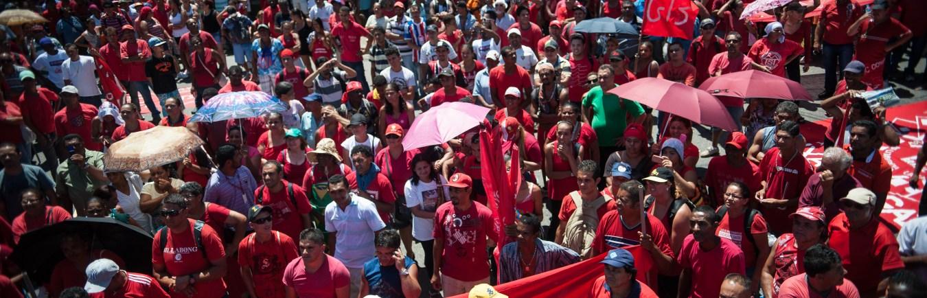 Trabalhadores sem teto fazem protesto em São Paulo