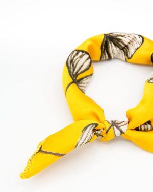 bandana jaune à fleurs blanches