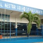 Escola abandonada vira ponto de encontro de vândalos para consumo de drogas