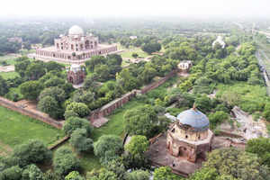 What you see when you see: Humayun's Tomb: collapse and recovery