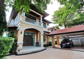 Partly furnished house for rent in Sukhumvit 63-71, Bangkok | 2 km. to Ekamai-Phra Khanong BTS, easy access to Thonglor