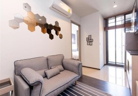 The Line Asoke Ratchada – Bangkok condo for rent | 5 mins walk to Rama 9 MRT & shopping | kitchen with stove + washer