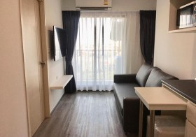 Rich Park @ Triple Station – Bangkok condo | 350 m. to Huamak airport link | south facing, kitchen with stove + washer