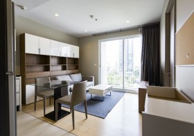 HQ Thonglor – Sukhumvit condo for rent | shuttle service to Thonglor BTS | south facing + unobstructed view | bathtub + shower