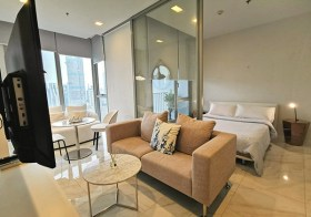 Hyde Sukhumvit 11 condo | 5-12 mins walk to Nana-Asoke BTS | unobstructed view + east facing | fitted kitchen + washer