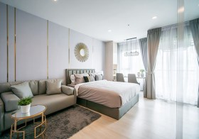 Life One Wireless condo | 650 m. to Phloen Chit BTS | south-east facing | 450 m. to Central Embassy shopping mall