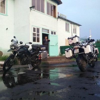 Unique hotel de Kegen et motos espagnols