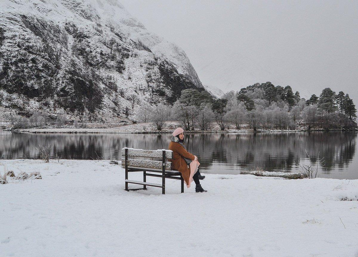 Glen-Finnan-Lake, Scotland Road Trip in Scottish Highlands in Winter Snow