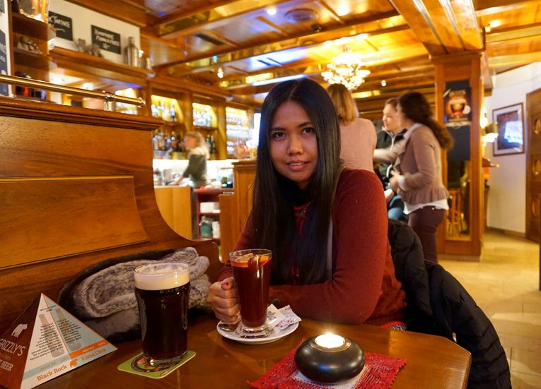 Apres Ski at Grizzlys Bar, Interrail in Winter Train Travel in Europe