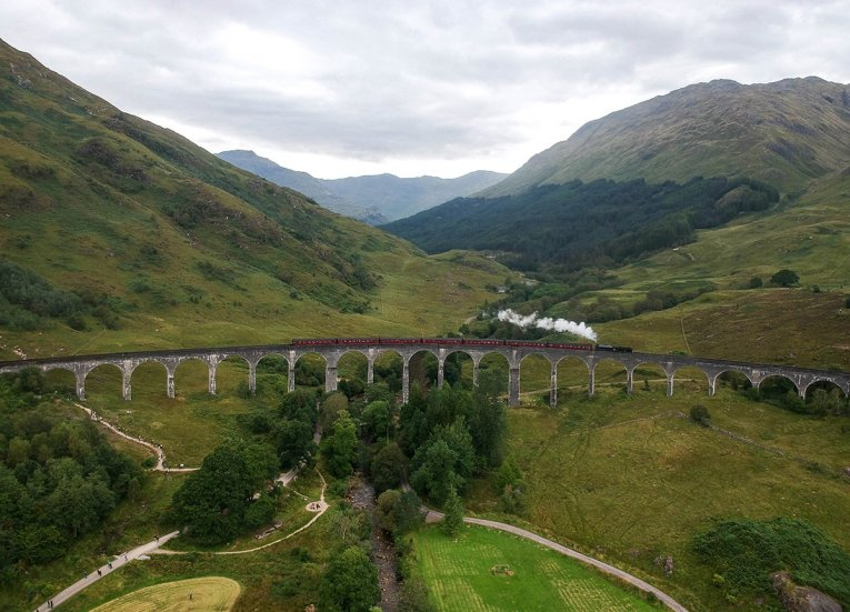 Train-Crossing-Glenfinnan-Viaduct-Harry-Potter-Bridge. Places to Visit in Scotland