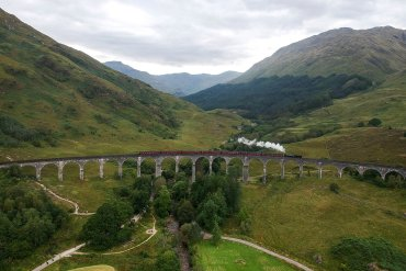 Train-Crossing-Glenfinnan-Viaduct-Harry-Potter-Bridge. Places to Visit in Scotland