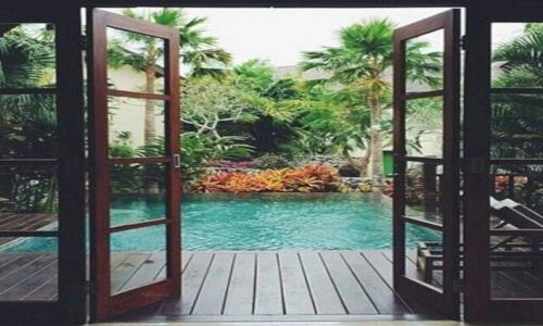 Kolam dengan fasilitas yang lengkap