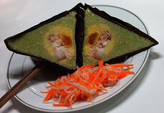 Bánh ú nhân thịt trứng muối món ăn không thể thiếu trong những dịp lễ, tết