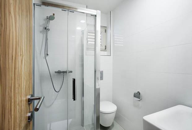 ฉากกั้นอาบน้ำ ห้องน้ำขนาดเล็ก