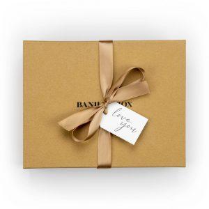 Banilla Box keepsake box in Kraft with gold ribbon