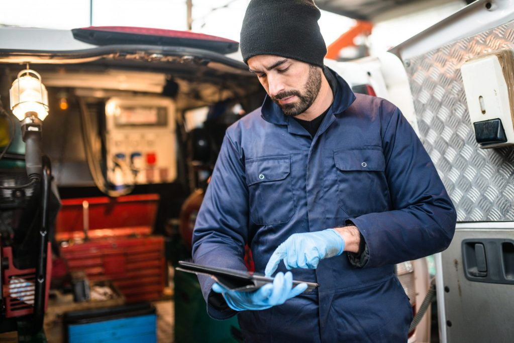 Garage insurance inland marine coverage. Picture of road side assistance auto mechanic with mobile tools and equipment that can be covered by inland marine.