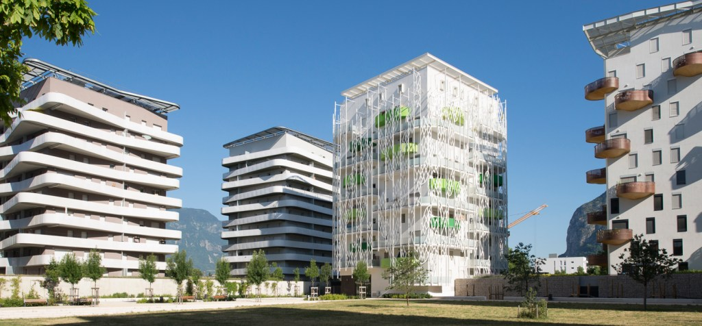 Caserne de Bonne Baptiste Gamby Photographe Architecture Grenoble Portraits Trombinoscopes entreprises Photographie d'art photographie d'art contemporain France, Isere, Grenoble, Polygone Scientifique quarter, Residence Les Terrasses de Rive Gauche constitue de 11 low energy buildings