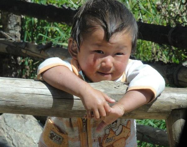 garçonnet au Bhoutan - blog Bar a Voyages