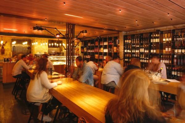 L'intérieur du restaurant Midi Minuit à Angoulême