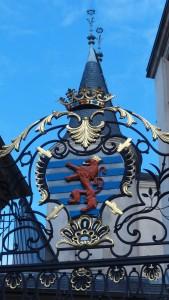 Petites armoiries sur les grilles du palais luxembourgeois