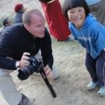 Moment de partage avec un endant au Bhoutan - blog Bar à Voyages