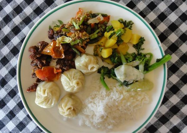 assiette de momos - blog Bar à Voyages