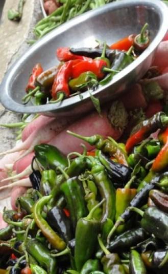 Piments au marche de Thimphou - blog Bar a Voyages