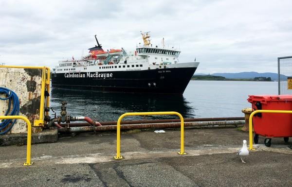 Caledonian MacBrayne Ferry en approche à Oban pour rejoindreCraignure sur l'Île de Mull. - Blog Le Bar à Voyages