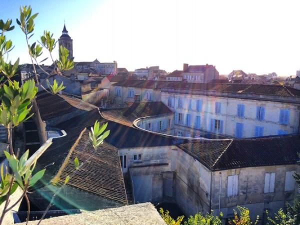 Une autre vue sur Cognac depuis la tour de l'hôtel de Javrezac