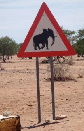 Pancarte éléphants en Namibie - blog Bar à Voyages