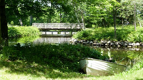 Le calme ombragé du Domaine Joly de Lotbinière - Québec