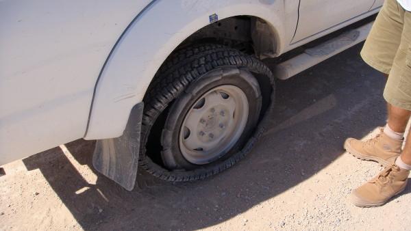 pneu-creve-Namibie-blog-bar-a-voyages